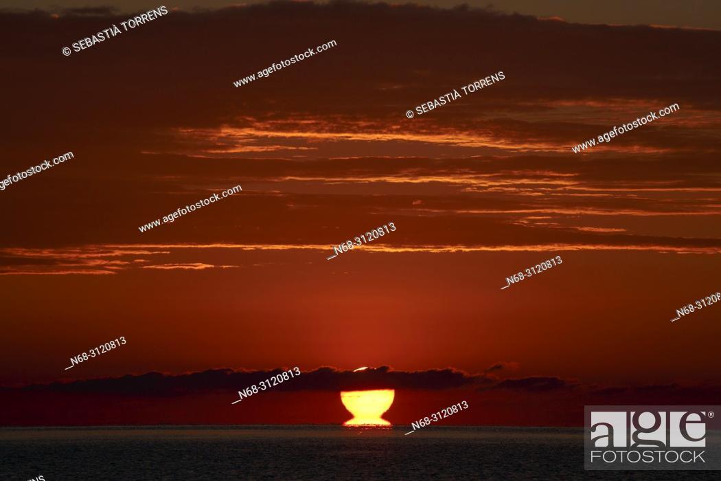 Stock Photo: Raising sun at Pollensa bay, Majorca, Balearic Islands, Spain.
