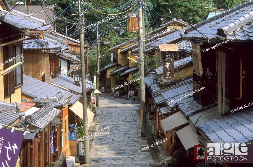 Stock Photo: Japan - Kyoto - Higashiyama District - Sannenzaka Street.