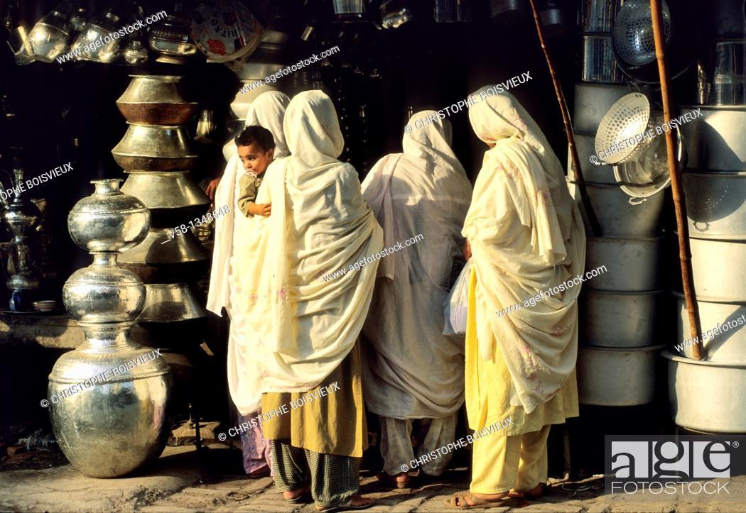 Stock Photo: Pakistan, Peshawar, The Bazar.