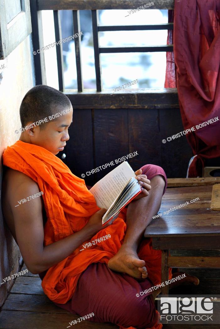 Stock Photo: Myanmar, Kayin (Karen) State, Hpa-An surroundings, Bayinnyi monastery, Monk reading.