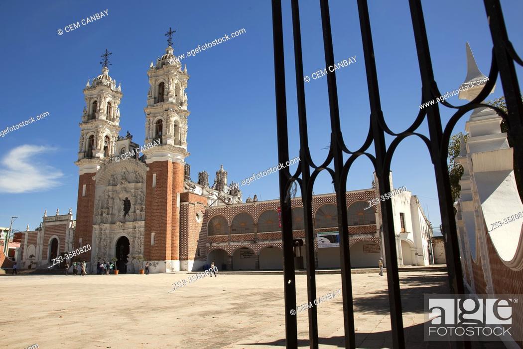 Stock Photo: View to the SantuarioY Basilica de la Virgen de Ocotlan, Tlaxcala, Tlaxcala State, Mexico, Central America.