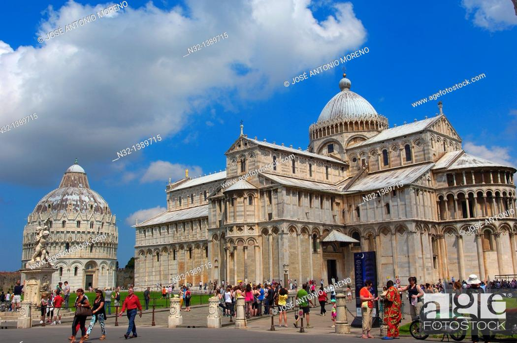 Stock Photo: Pisa, Baptistery, Cathedral, Duomo, Piazza del Duomo, Cathedral Square, Campo dei Miracoli, UNESCO world heritage site, Tuscany, Italy.
