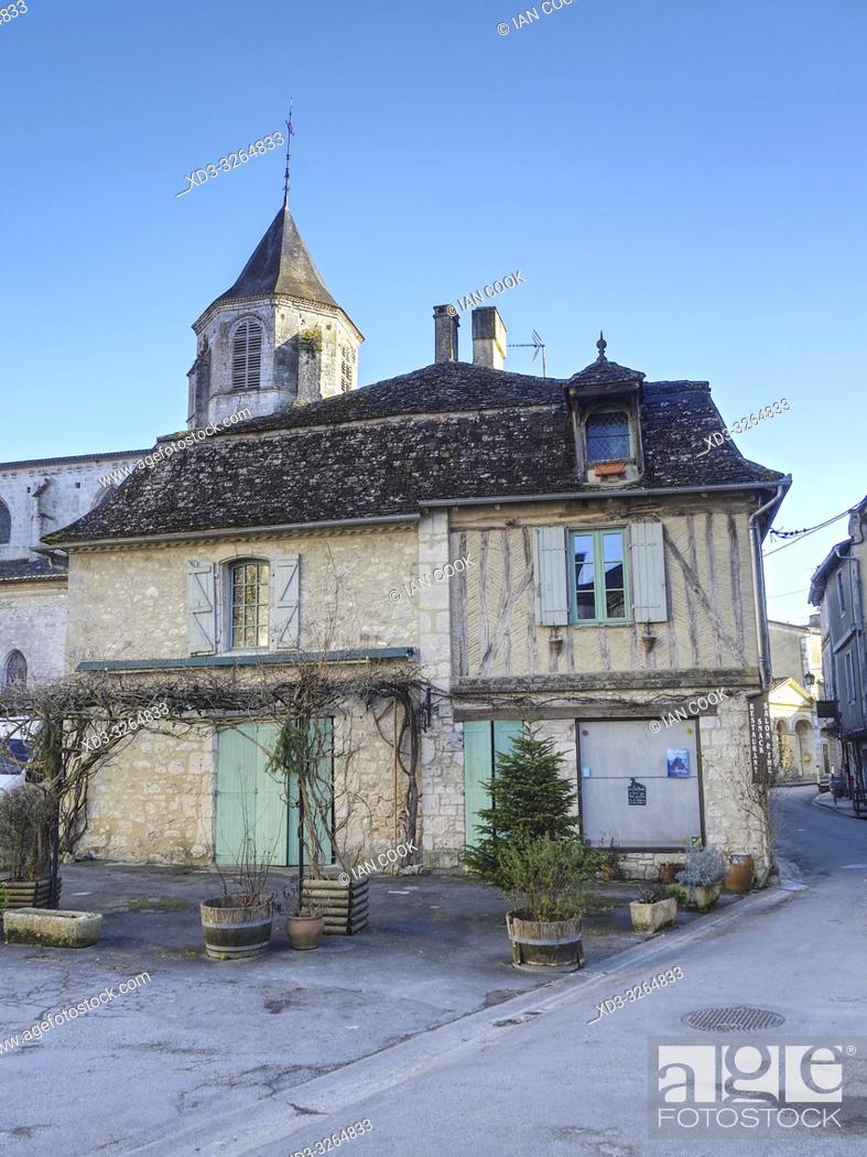 Imagen: medieval architecture, Issigeac, Dordogne Department, Nouvelle Aquitaine, France.