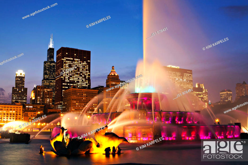 Stock Photo: Illinois, Chicago, Buckingham fountain and Sears Tower, city skyline at dusk, landmark in Grant Park.
