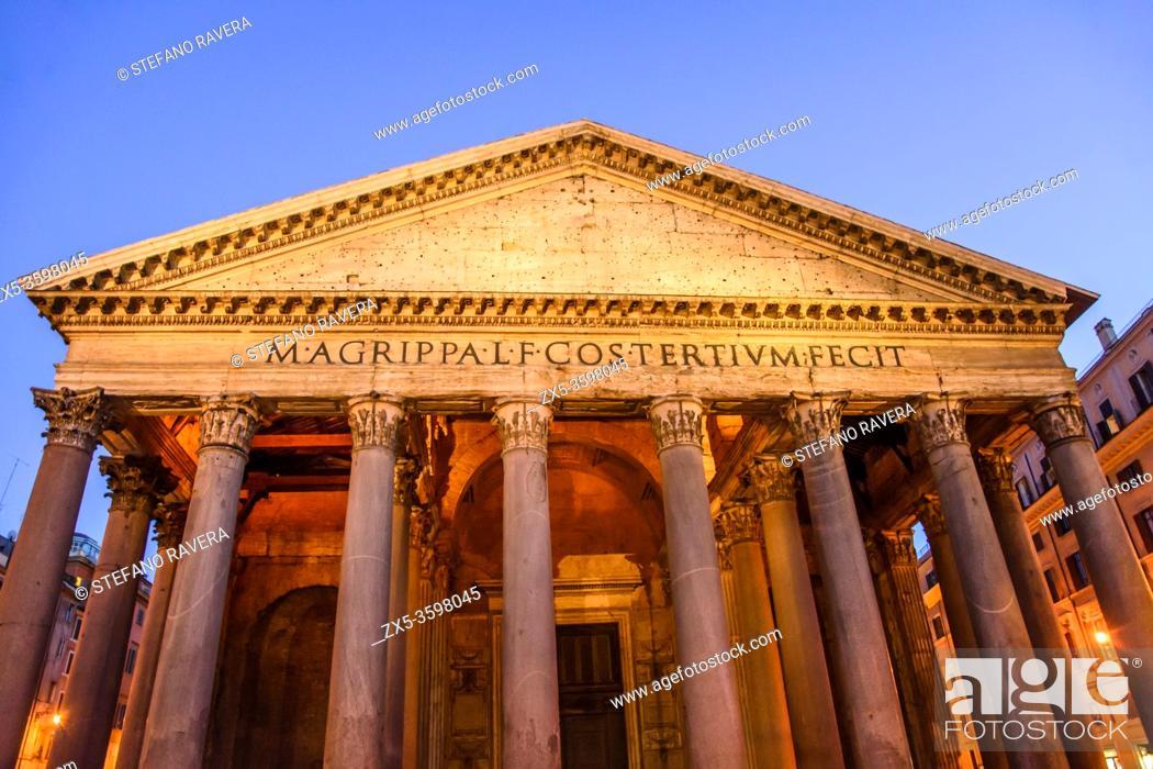 Photo de stock: Detail of the granite Corinthian columns of the Pantheon - Rome, Italy.