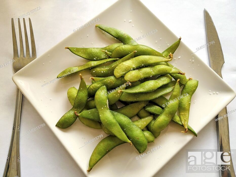 Stock Photo: Edamame, typical Japanese dish. Soyabeans pods.