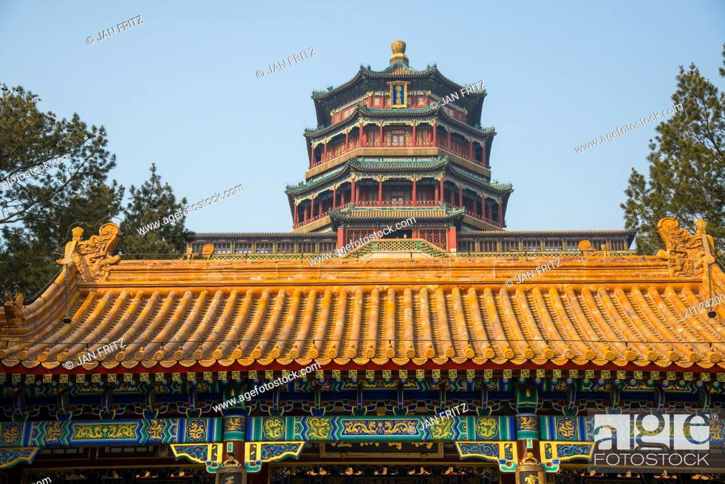Photo de stock: roof detail and temple at summer palace at beijing china.