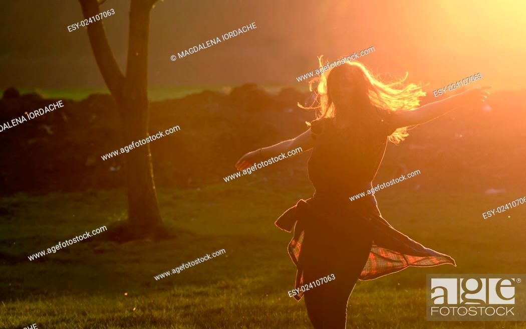 Imagen: Teen girl jump against beautiful sunset in forest.