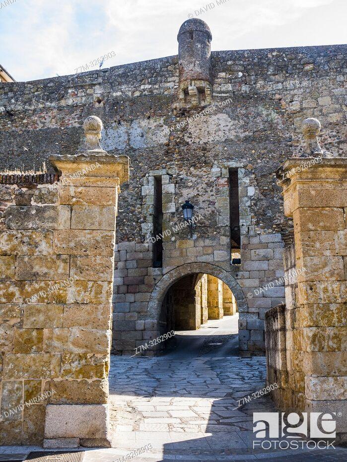 Imagen: Puerta de Ciudad Rodrigo. Salamanca. Castilla León. España.