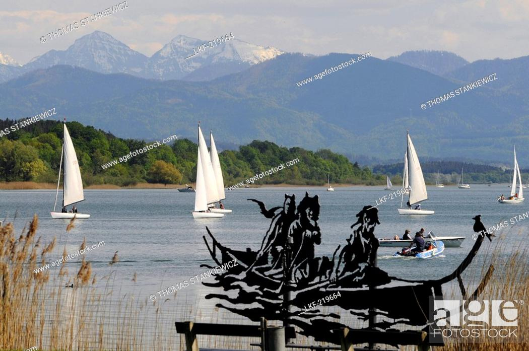 Imagen: Artwork on the lakeshore in Seebruck at Chiemsee, Bavaria, Germany.