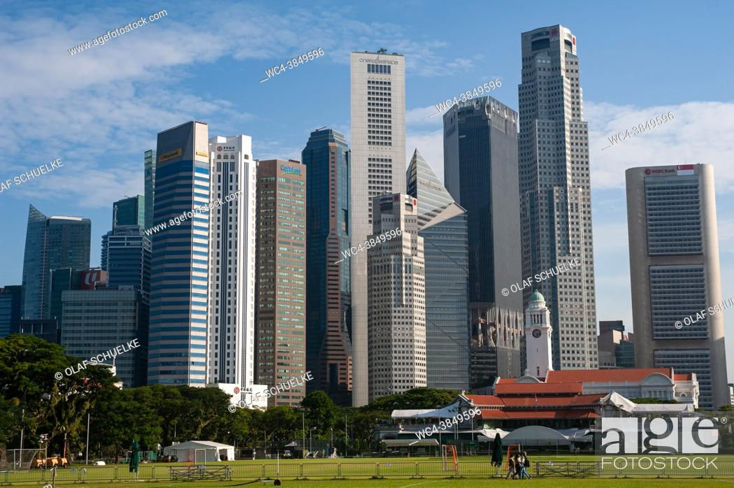 Imagen: Singapore, Republic of Singapore, Asia - Cityscape with skyline of the central business district and the skyscrapers around Raffles Place during the lasting.