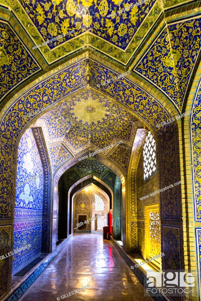 Stock Photo: Inside Masjed-e Sheikh Lotfollah or Sheikh Lotfollah Mosque, Naqsh-e Jahan or Imam Square, Esfahan, Iran.