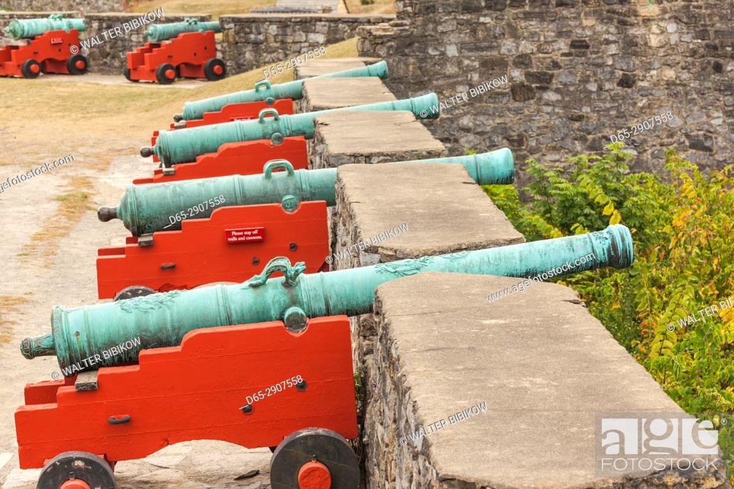 Imagen: USA, New York, Adirondack Mountains, Ticonderoga, Fort Ticonderoga, canons.