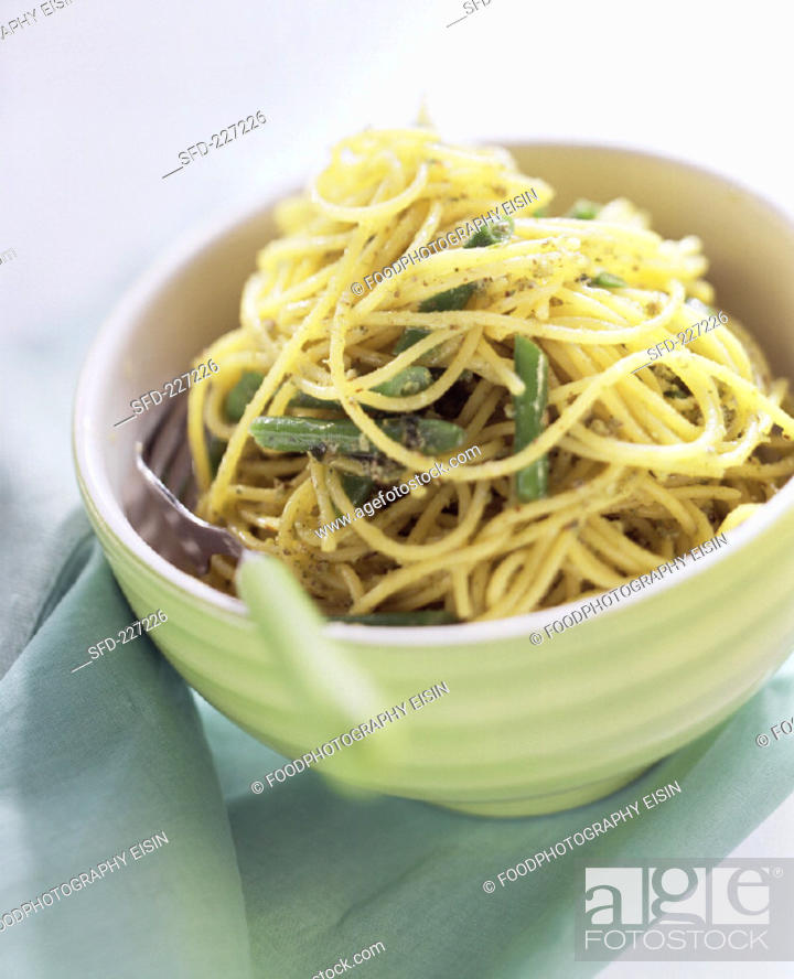 Stock Photo: Noodles with rocket pesto and green beans.