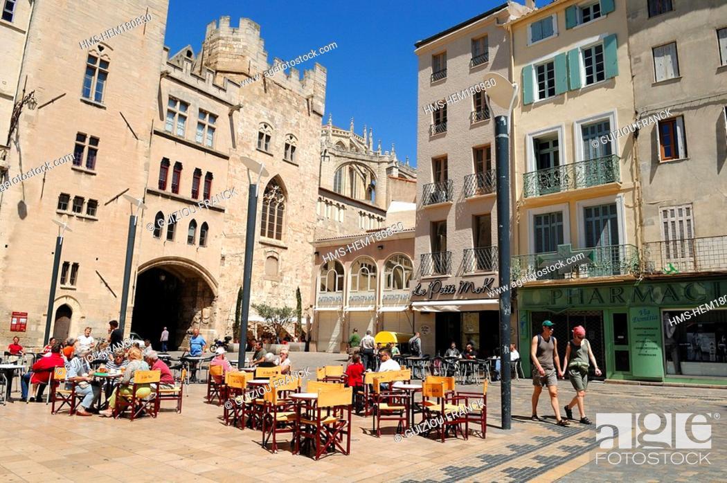 Stock Photo: France, Aude, Narbonne, Palais des Archeveques and Town hall square.