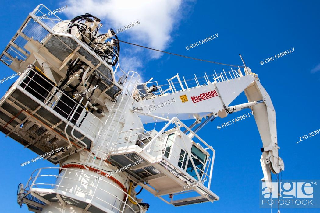 "Imagen: MacGregor Heavy duty lift crane installed aboard ""Mermaid Endurer"" Diving support/mutipurpose vessel for oil industry."