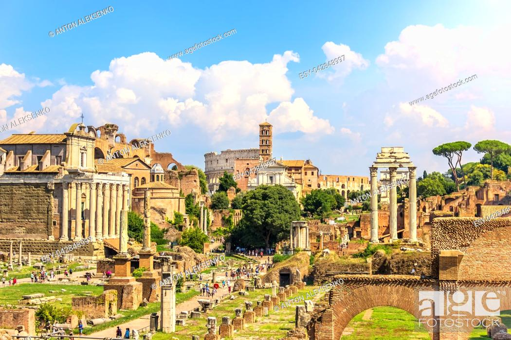 Imagen: View on the Roman Forum: The Temple of Antoninus and Faustina, The Temple of Venus and Rome, the Temple of Castor and Pollux and the Coliseum.