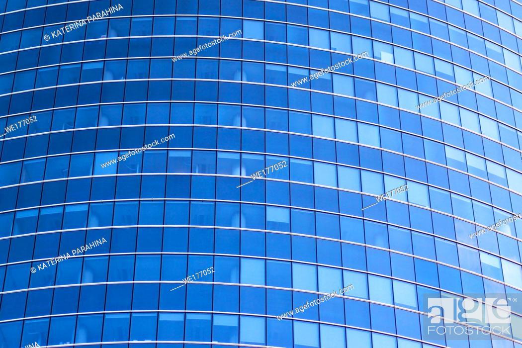 Imagen: Endless windows of modern skyscraper in the city Riga, Latvia.