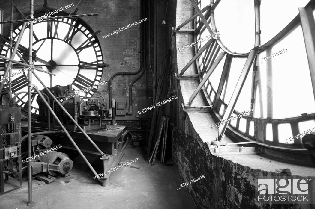 Imagen: Clock repair on Bromo Seltzer arts tower in Baltimore MD.