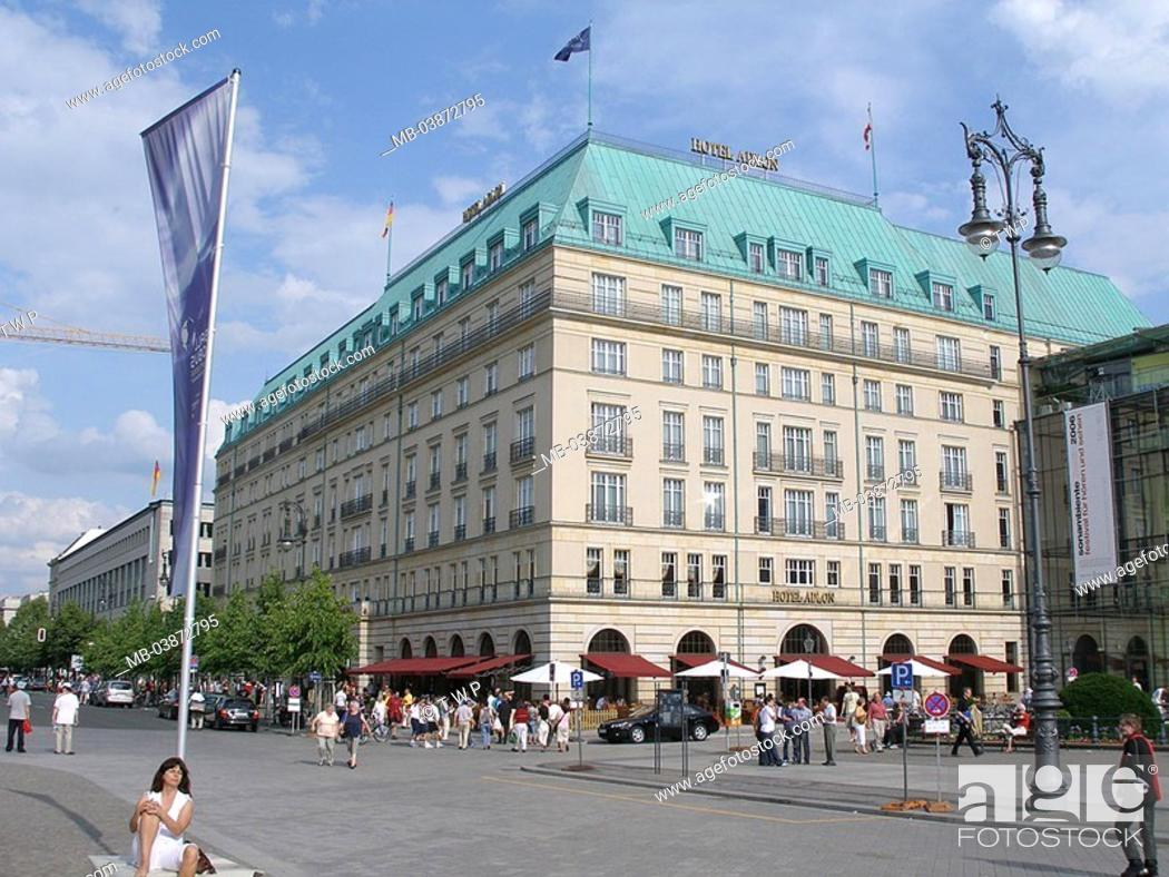 Stock Photo: Germany, Berlin, district Berlin-middle, corner Wilhelm-street and Parisian place hotel Adlon passers-by, no models capital, city-opinion, buildings.