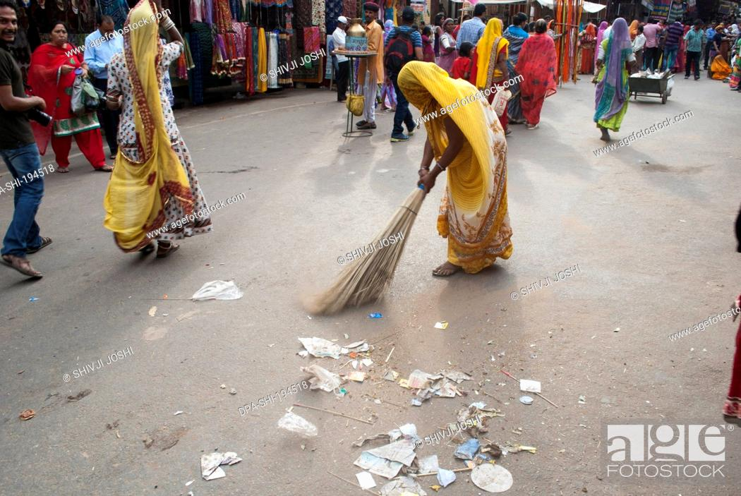 Sweeper cleaning road, pushkar, rajasthan, india, asia