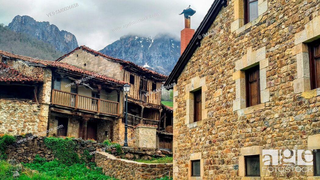 Imagen: Mogrovejo villaje, Liébana valley, East massif of Picos de Europa National Park and Biosphere Reserve, Cantabria province, Spain.