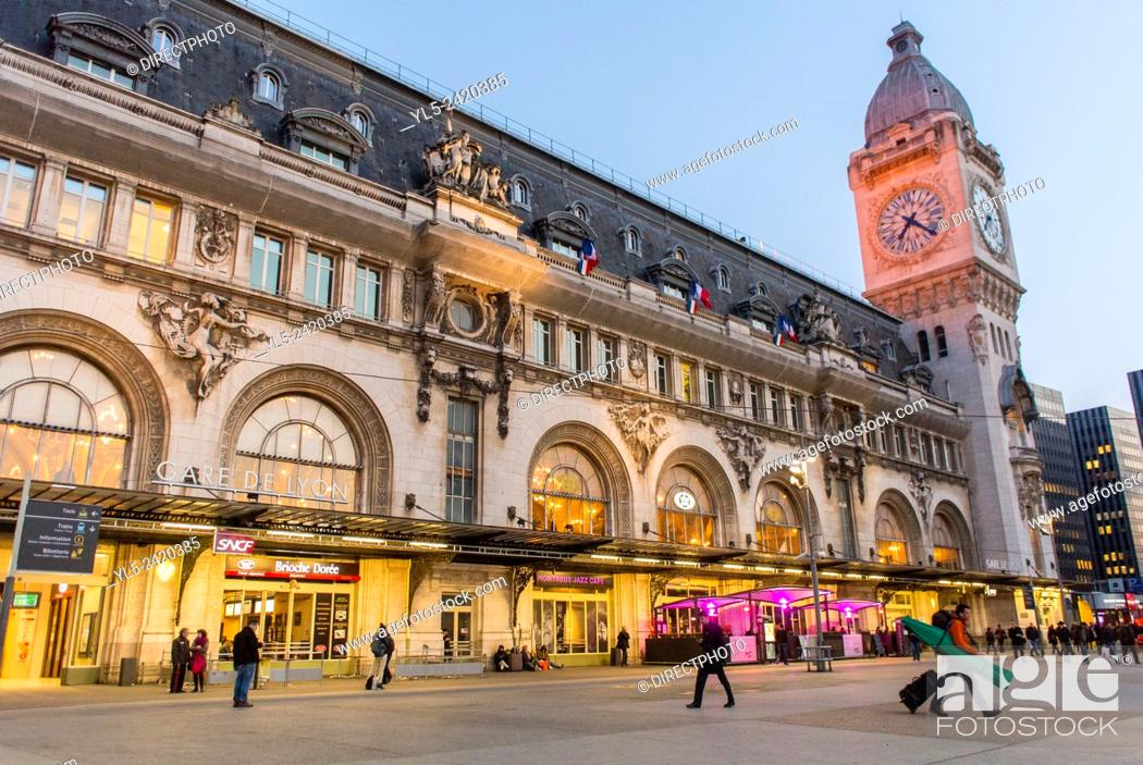 Imagen: Paris, France, French Train Station Buiilding, Gare de Lyon.