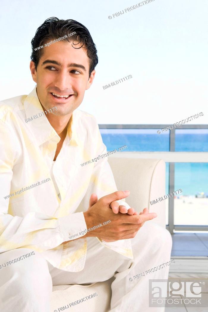 Imagen: Caucasian man sitting in armchair.
