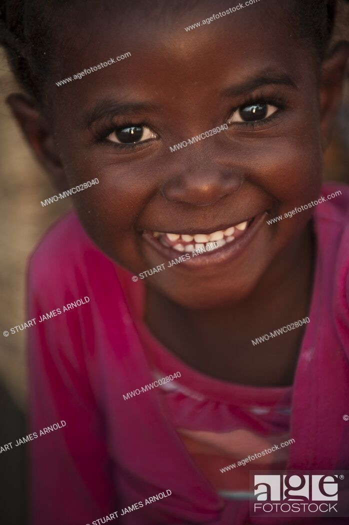 Imagen: Big smile, big eyes, happy young gild child in a pink top.