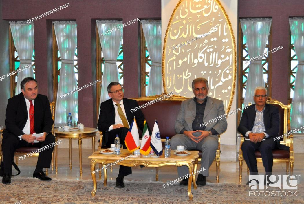Imagen: The Czech Foreign Minister Lubomir Zaoralek, second from left, met Esfahan Chamber Of Industry, Mine and Agriculture President Sayed Abdul Wahab Sahl Abadi in.