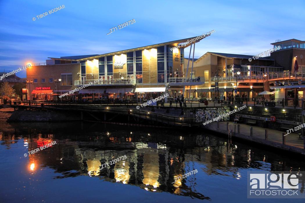 Stock Photo: UK, Wales, Cardiff, Bay, skyline, restaurants, nightlife,.