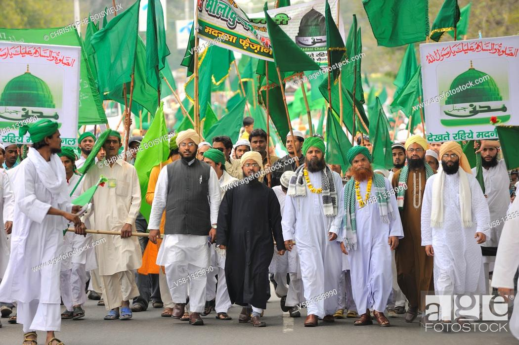 Stock Photo: India, Uttar Pradesh, Agra, Indian muslims marching in the streets during Mawlid festival celebrating prophet Muhammad's birthday.
