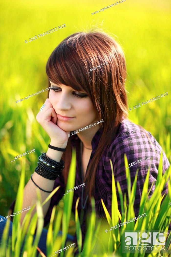 Stock Photo: Adolescente en el campo, Sevilla, Andalucía, España, Europa.