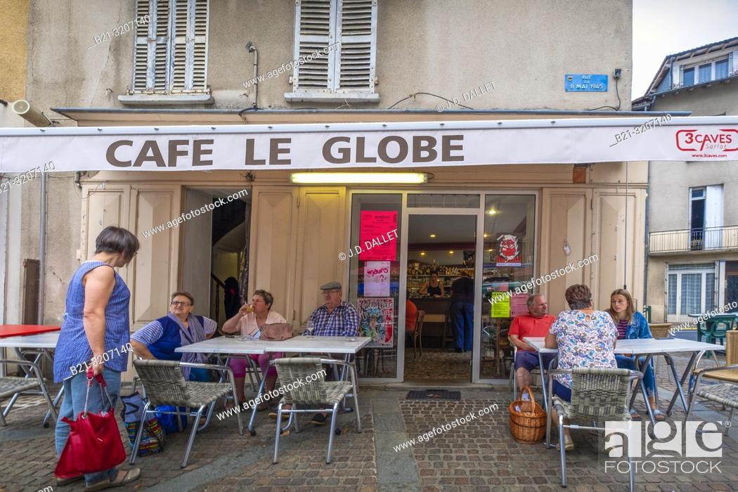 """Imagen: France, Auvergne, Cantal, """"""""café Le Globe"""""""" at Maurs."""