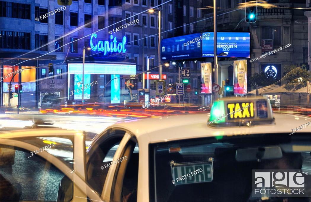 Imagen: Traffic by night at Gran Via street. Madrid, Spain.