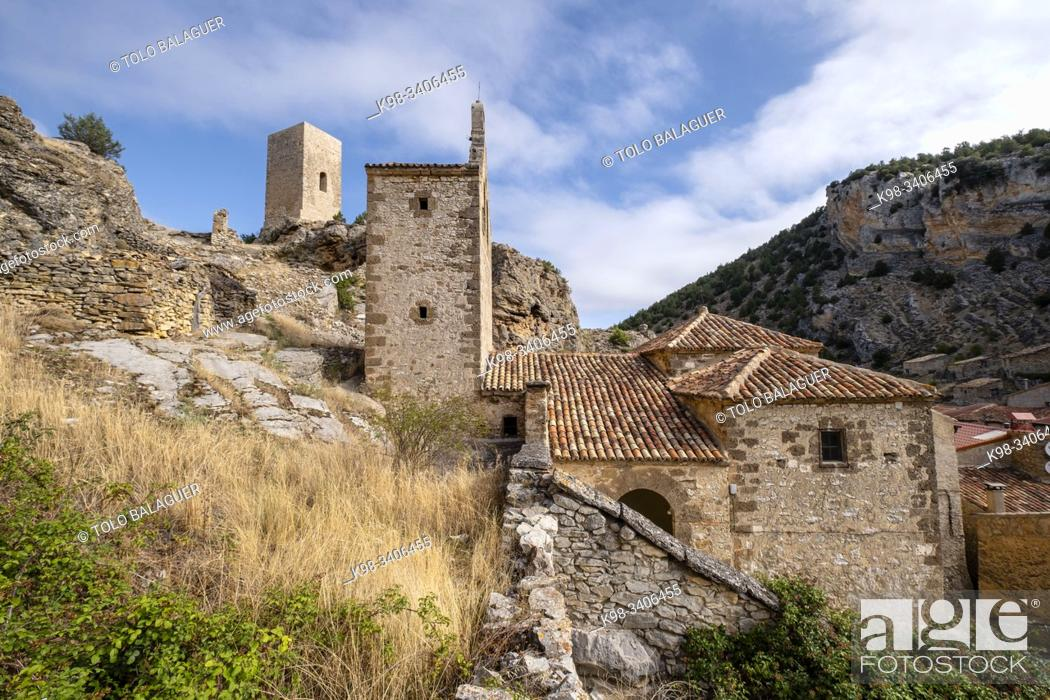 Imagen: iglesia de San Miguel y torreón de origen islámico, Chaorna, Soria, comunidad autónoma de Castilla y León, Spain, Europe.
