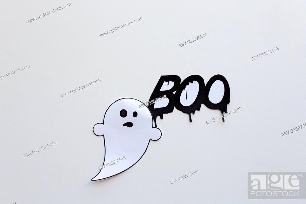 Imagen: ghost doodle and word boo on white background.