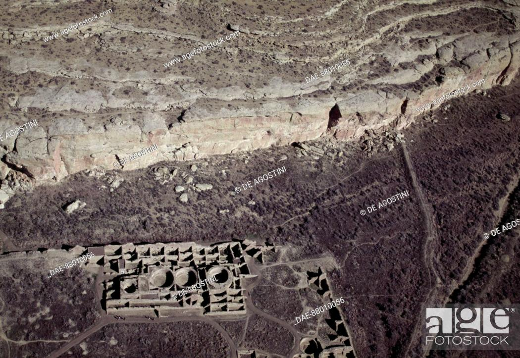 Stock Photo: View of an ancient settlement of Anasazi, Chaco Ruins Culture National Park, Chaco Canyon, New Mexico, United States of America. Anasazi civilisation.