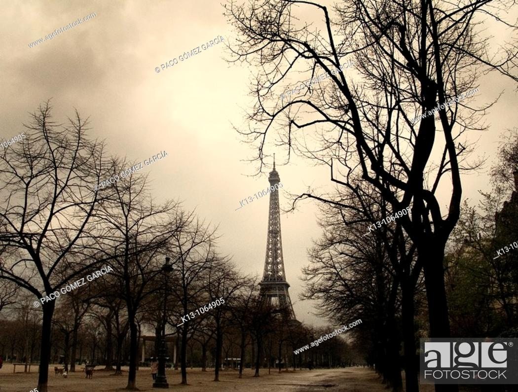 Stock Photo: Torre Eiffel  Paris  Francia.