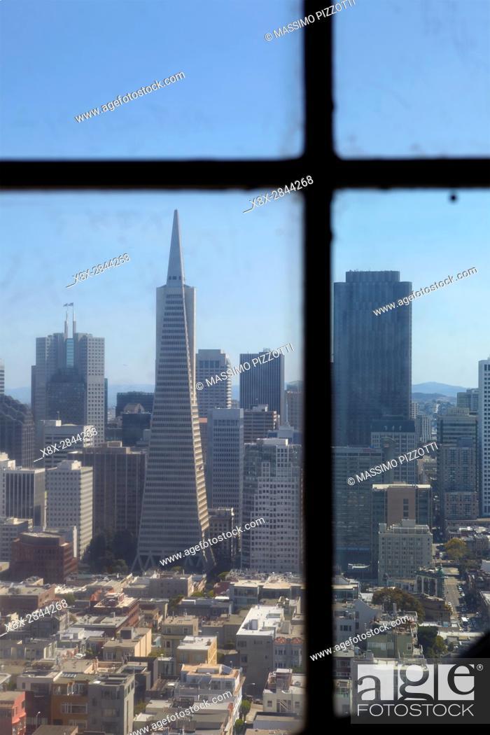 Imagen: Financial district seen from Coit tower, San Francisco, California, USA.