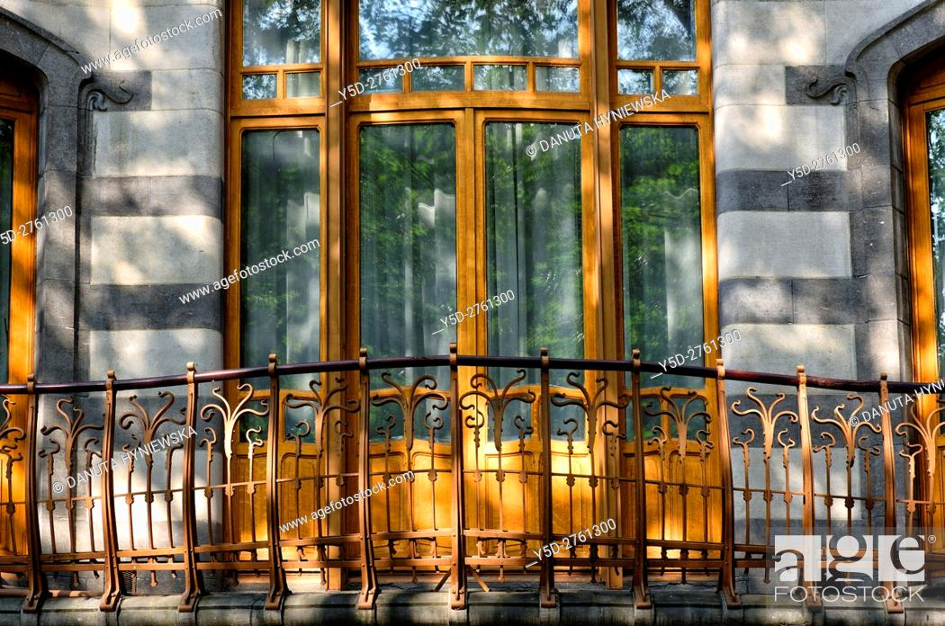 Imagen: front facade - Art Nouveau Solvay Hotel by Victor Horta, together with three other town houses of Victor Horta, including Horta's own house and atelier.