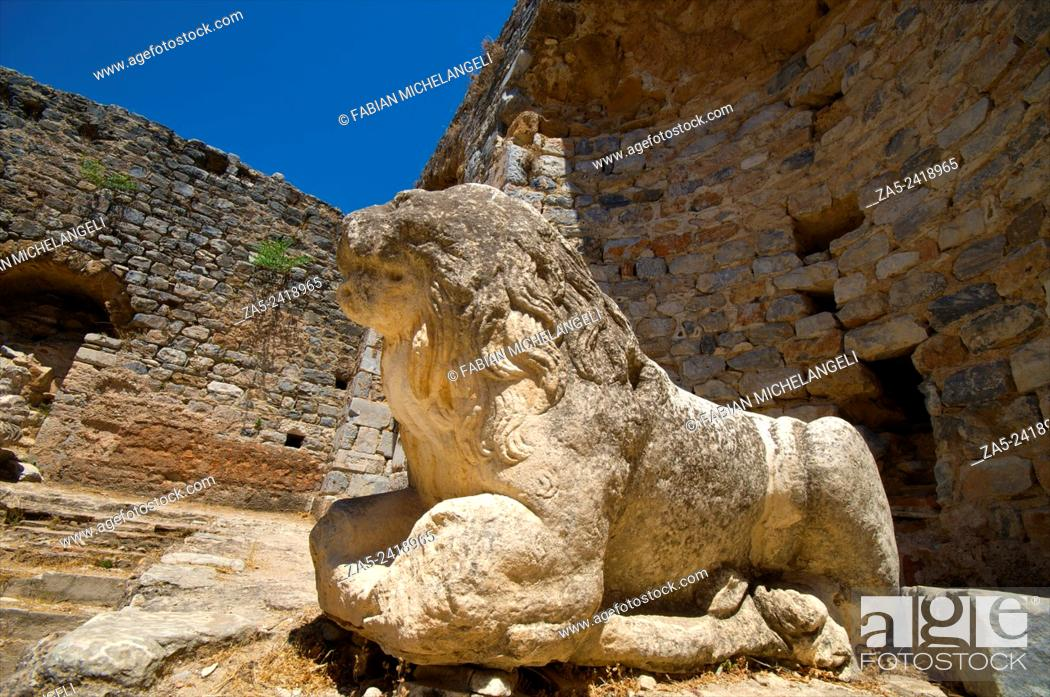 Imagen: Statue of Lion in the Frigidarium or cold section of the Faustina Baths, the wife of Marco Aurelius, 161-180 BC. Miletos. Anatolia, Turkey.