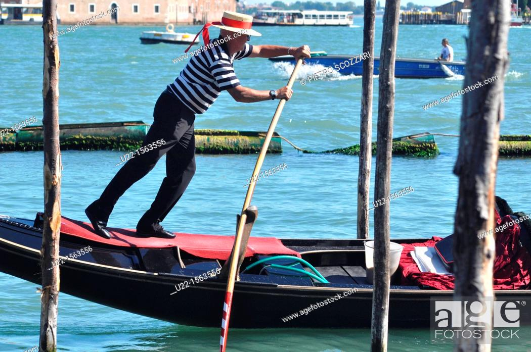 Venezia (Italy): gondoliere at work along Canale di San Marco, Stock ...