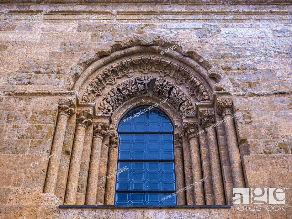 Imagen: Ventana de la catedral de Santa María. Ciudad Rodrigo. Salamanca. Castilla León. España.