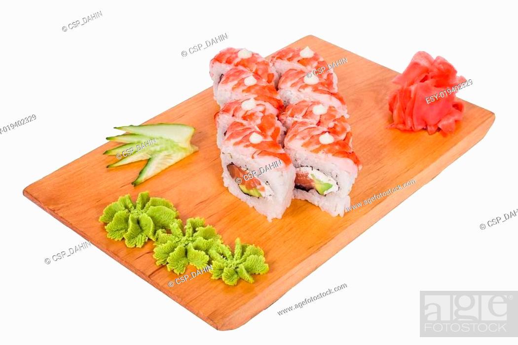 Imagen: sushi on a wooden board.