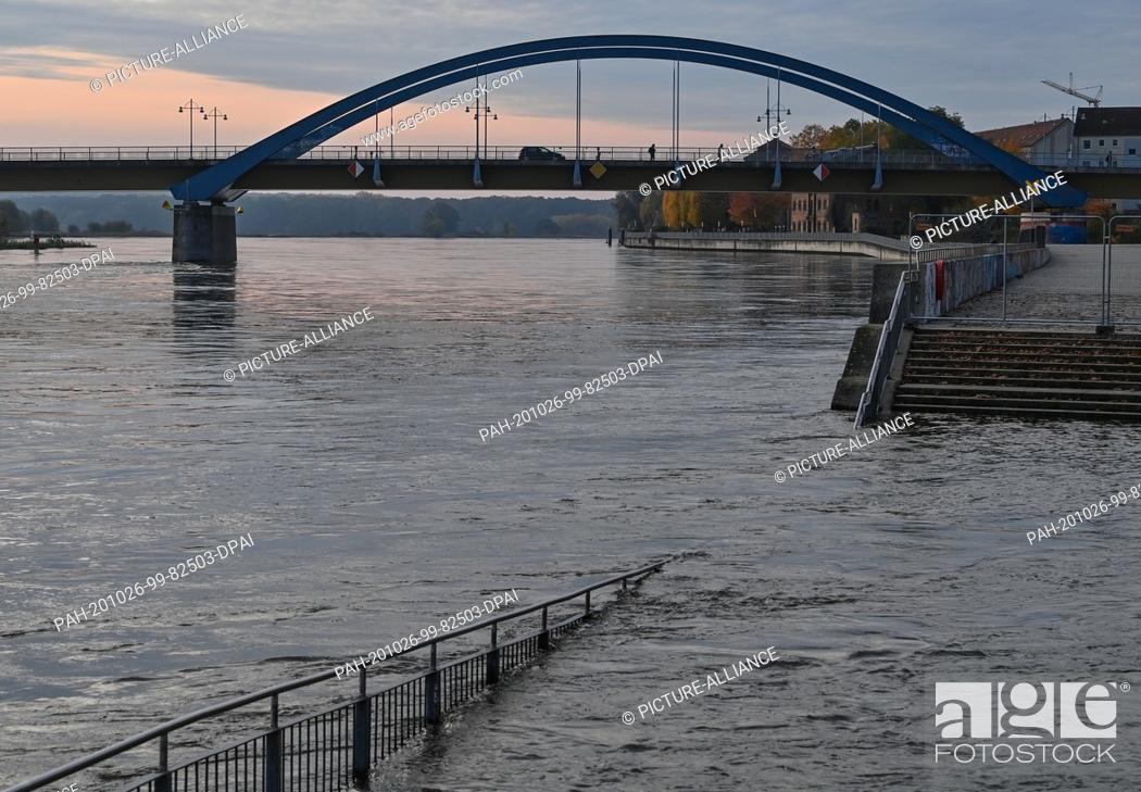 Stock Photo: 26 October 2020, Brandenburg, Frankfurt (Oder): The flood of the border river Oder has already flooded a staircase near the city bridge between the Polish town.