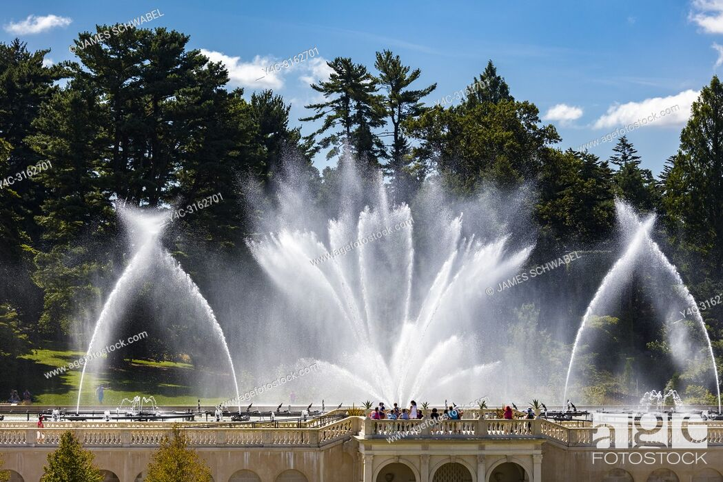 Imagen: Fountain show the in Main Fountain Garden at Longwood Gardens in Kennett Square Pennsylvania United States.