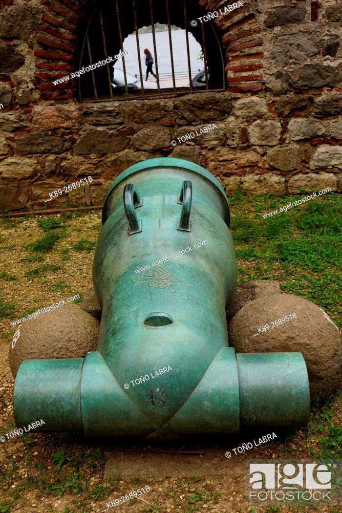 Ottoman Cannon Roumeli Hissar Castle 1451 Istanbul Turkey