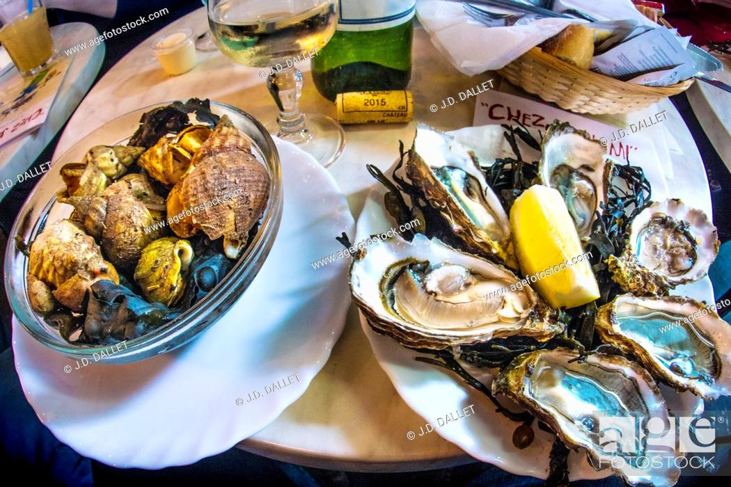 """Stock Photo: France-Aquitaine-Gironde- Food- """"""""Bulos"""""""" and """"""""Huitres"""""""" at Bistrot """"""""Chez Jean-Mi"""""""" on """"""""Marché des capucins, at Bordeaux."""