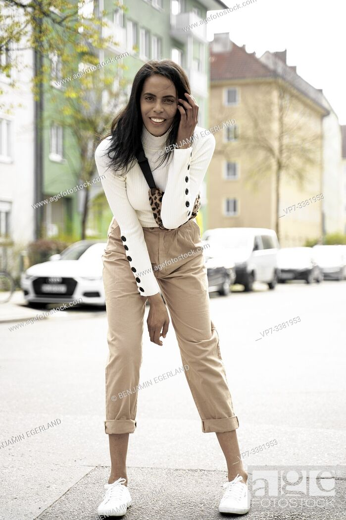 Photo de stock: Brazilian woman on the street, Munich, Germany.